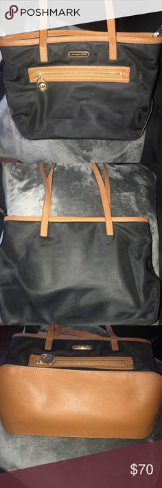 Authentic small Michaels kors tote bag used but in good condition Michael Kors Bags Shoulder Bags