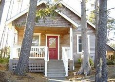 Pacific Beach, WA: private, close to ocean  Close enough to hear the surf and just a short easy walk to the beach, Victorias Cottage is an ideal home for just two or up...