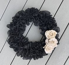 Black burlap wreath with light brown accent flowers. Front Door Decor, Wreaths For Front Door, Door Wreaths, Burlap Wreaths, Black Wreath, Modern Wreath, Gothic Home Decor, Fall Wreaths, Summer Wreath