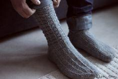 Socks for a man (? Crochet Socks, Knitting Socks, Crochet Stitches, Knit Crochet, Leg Warmers, Mittens, Knits, Tutorials, Pretty