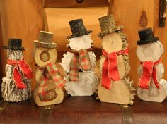 This rustic log snowman is available in 5 optional finishes: Cylindrical White Natural-Smooth Bark Natural-Rough Bark White-Smooth Bark