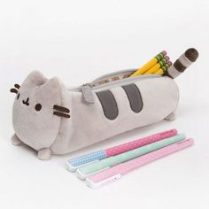 Pusheen the Cat pencil case - Hey Chickadee. You know that pusheen is poofy? but this pencil case isnt, see what happens when you put TONS of stainary in. Zipper Pencil Case, Cute Pencil Case, Pencil Pouch, Pencil Cases, Animal Pencil Case, Cute Stationary, Cute School Supplies, Cat Supplies, Kawaii Stationery