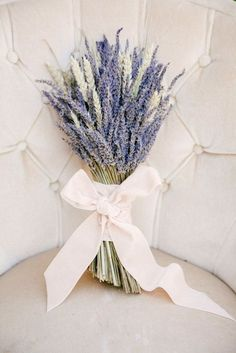 gorgeous and fragrant lavender wedding bouquet ideas