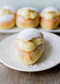 Rabbits (Chilean conejos), a traditional pastry. Latin American Food, Latin Food, Croissants, Chilean Recipes, Chilean Food, Houston Food, Muffins, Pan Dulce, Cupcakes