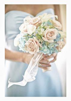 Trendy Wedding, blog idées et inspirations mariage ♥ French Wedding Blog: {joli bouquet} Roses, hortensias et arums s'il vous plaît ❤