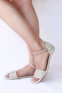 2aaeeb24d3 V pavučině  Barefoot sandály pro dospělé Cole Haan