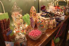 A trip to Hogsmeade - Honeydukes! Harry Potter party decoration ideas