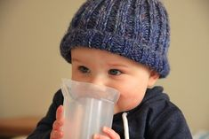 Free pattern for a simple knitted beanie that can be made up to fit anyone, just add length! Free pattern for a simple knitted beanie that can be made up to fit anyone, just add length! Beanie Knitting Patterns Free, Knit Beanie Pattern, Baby Hat Patterns, Free Knitting, Knit Patterns, Stitch Patterns, Baby Boy Knitting, Knitting For Kids, Knitting For Beginners