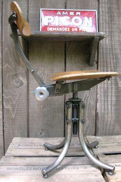 Chaise d'atelier Bienaise - Pieds tubulaires Vintage Office, Drafting Desk, Office Furniture, Home Decor, Chair, Atelier, Decoration Home, Room Decor, Home Interior Design