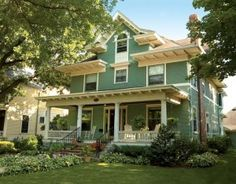 Beautiful four-square in St. Paul, Minnesota. Old-House Journal.