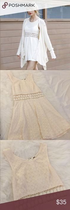 Free people White dress with daisy flowers Great condition free people dress! Has a daisy flower pattern! Its a size 6. Fits a small and mediums. Im an xs or s and it fits perfectly fine! Free People Dresses