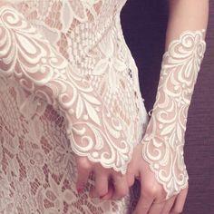 女神ユーノーのレースのフィンガーレスグローブ|ヘッドドレス(ウェディング)|MAY|ハンドメイド通販・販売のCreema