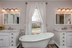 Bathtub, Real Estate, Homes, Vacation, Standing Bath, Bathtubs, Houses, Vacations, Bath Tube