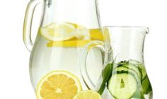 Detox With Lemon Cucumber Ginger Mint Water by helene Cucumber Water Benefits, Cucumber Detox Water, Eating Before Running, Hinchazón Abdominal, Small Waist Workout, Intense Ab Workout, Mint Water, Menu Dieta, Lose Lower Belly Fat