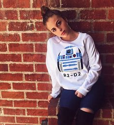 mean muggin ; looks pretty happy though Teen Choice Awards, Instagram Pose, Fall Winter Outfits, How To Look Pretty, Beautiful Women, Graphic Sweatshirt, Vintage, My Style, Fotografia