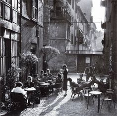 """ach-thebrother: """" historicaltimes: """" The """"Bar Giamaica"""" in Milan, Italy, ca 1950 """" fotografia di Ugo Mulas """" Images Vintage, Vintage Photographs, Film Photography, Street Photography, Lise Sarfati, Pier Paolo Pasolini, Vintage Italy, Milan Italy, Rome Italy"""