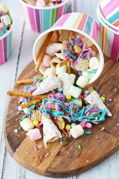 Snack Mix Party snacks for unicorn lovers. This unicorn snack mix is super fun and even contains unicorn horns!Party snacks for unicorn lovers. This unicorn snack mix is super fun and even contains unicorn horns! Unicorn Themed Birthday Party, Birthday Party Snacks, Snacks Für Party, 7th Birthday Party For Girls Themes, 5th Birthday Party Ideas, Paris Birthday, Birthday Recipes, Party Treats, 9th Birthday