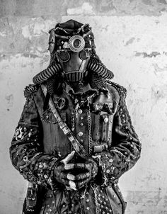 Steampunk soldier / dystopia / cosplay for men / costume / LARP / military post apocalyptic / dark future / Mad Max Mad Max, Post Apocalyptic Costume, Post Apocalyptic Fashion, Apocalyptic Clothing, Apocalypse Fashion, Zombie Apocalypse, Cosplay, Techno, Wasteland Warrior