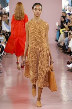 Mansur Gavriel Fall 2017 Ready-to-Wear collection, runway looks, beauty, models, and reviews.