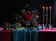 London_flower_school_christmas_xmas_table_arrangement_floristry_course_dark_background_candles