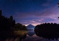 . Welcome to Shinning Star World. . 久々に行った富士山は新月の日. . 河口湖に着いたらめっさ曇ってたので 星も富士山も見えないかと思ってましたが 田貫湖まで車を走らせると いるじゃないですか. 星空満天の富士山とはいきませんでしたが 富士山以外のところは星空が広がってました 久々に堪能. . . #team_jp_ #team_jp_東 (静岡県). . #japan #mtfuji #night . #日本 #富士山 #星空 #夜景 #田貫湖 . . . by makoto_black_