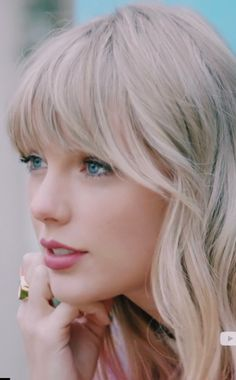 New Taylor Swift HD Wallpaper collection. New popular Ultra HD Taylor Swift Wallpaper collection. Taylor Swift Bangs, Taylor Swift New, Red Taylor, Taylor Swift Pictures, Taylor Swift Wallpaper, Cultura Pop, Celebs, Celebrities, Taylors