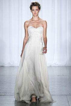 Les robes blanches de la Fashion Week printemps-été 2014: Zac Posen http://www.vogue.fr/mariage/inspirations/diaporama/les-robes-blanches-de-la-fashion-week-printemps-ete-2014/15627/image/870725#!mariage-robe-blanche-zac-posen