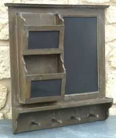 tableau ardoise pense bete de cuisine mural en bois  etagere porte serviette Pallet Projects, Woodworking Projects, Diy Projects, Barn Wood Crafts, Entryway Storage, Arts And Crafts House, Wood Signs, Repurposed, House Design