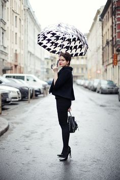 Rain, hurry up and arrive. Wanna see this chic outfit on the streets...