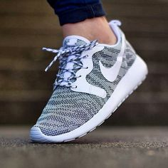 "Nike Wmns Rosherun Jacquard ""Cool Grey/White"" available @titoloshop"