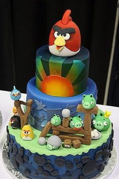 Funny pictures about Awesome Angry Birds Cake. Oh, and cool pics about Awesome Angry Birds Cake. Also, Awesome Angry Birds Cake photos. Fancy Cakes, Cute Cakes, Gâteau Angry Birds, Angry Angry, Beautiful Cakes, Amazing Cakes, Amazing Pics, Cupcake Original, Dessert Oreo