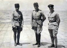 Oswald Boelcke (right) in Turkey