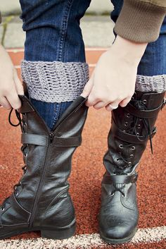 Easy peasy. DIY crochet boot cuffs - love these for Taylor or I (mom if you see this) :)