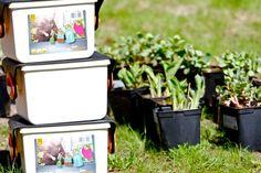 Työkalulaatikko ja pienet työkalut on suunniteltu perheen pienimmille puutarhureille. Magazine Rack, Home Decor, Decoration Home, Room Decor, Interior Design, Home Interiors, Interior Decorating