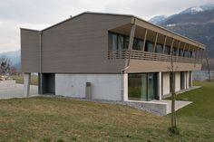 Erdgeschoss aus Beton. Dachgeschoss komplett in reinem Holzbau.