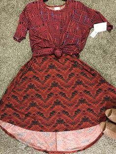 Great fall outfit. Fall colors pattern mixing. Lularoe Carly and lilaroe Irma