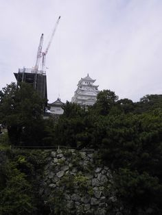 姫路城 天守閣 クレーンと2ショット 2014.09.10