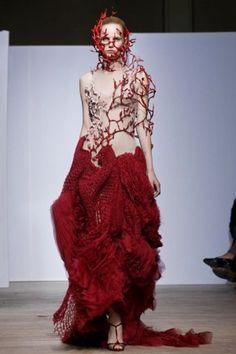 Yiqing Yin Couture Fall Winter 2013 Paris