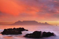 Awesome picture of Table Mountain taken from Bloubergstrand, Cape Town. Cape Town Holidays, Table Mountain, African Beauty, Natural Wonders, Conservation, South Africa, Wildlife, Old Things, Earth
