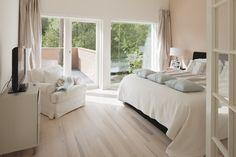 Pehmeät värit luo makuuhuoneeseen rauhallisen tunnelman, lisää ideoita www.lammi-kivitalot.fi