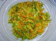 Achard de légumes (C'est une recette créole de l'île de la Réunion. Ce mélange de légumes taillés en lanières est servi en entrée ou simplement avec du pain)