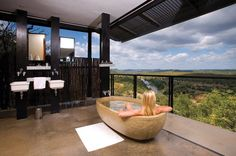 As one of the top vacation spots in Africa, South Africa offers unlimited options when it comes to planning memorable weekend trips. From Durban to Cape Town to Johannesburg, find the best places to visit with our list of the top weekend getaways in South Africa.