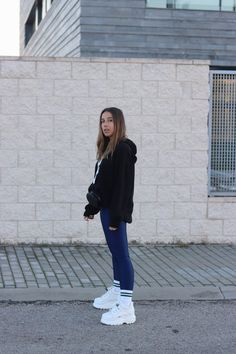 Affordable Spring Outfits Ideas With Sneakers Shoes 32 Source by yunnieecarreon ideas tenis Platform Sneakers Outfit, Platform Boots, Shoes Sneakers, Long Socks Outfit, Looks Rockabilly, Grunge Outfits, Fashion Outfits, Grunge Clothes, Fila Outfit