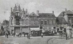 Breda.  De markt van Princenhage in 1901. Op de foto zien we rijtuigen 8 en 9 van de paardentram van de ZNSM van Breda naar Princenhage
