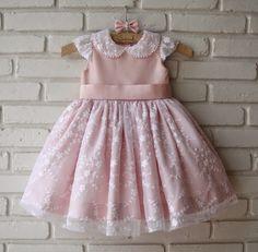 Atelier ly.ko: ly.ko fez: Vestido de aniversário de 1 ano da Sara... Baby Girl Dress Patterns, Little Dresses, Little Girl Dresses, Girls Dresses, Fashion Kids, Little Girl Fashion, Frocks For Girls, Kids Frocks, Toddler Dress