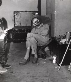 Circuses are naturally creepy, but vintage circus photos are truly terrifying. Here are 22 scary pictures from old circuses, including freaks, creepy clowns, and more. Creepy Images, Creepy Pictures, Creepy Art, Weird Old Photos, Scary Photos, Horror Photos, Arte Horror, Horror Art, Creepy Horror