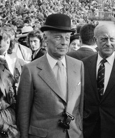 Guy de Rothschild, Baron of Rothschild Old Man Fashion, Mens Fashion, Victorian Gentleman, Bowler Hat, Old Hollywood Glamour, High Society, Derby Hats, Esquire, Vanity Fair