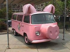Pig VW Bus--had to include this just for being a pig! Volkswagen Bus, Vw T1 Camper, Campers, Funny Pigs, Cute Pigs, It's Funny, Funny Stuff, Hilarious, Honda Shadow