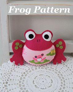 Frog toy PDF pattern por Plushka en Etsy