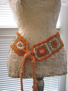 Crochet Belt...so cute. I have a purple,pink and black one I started. Need to pick it back up and finish it